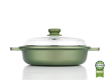 Sauce_Pan_With_Lid_On_From_Side_